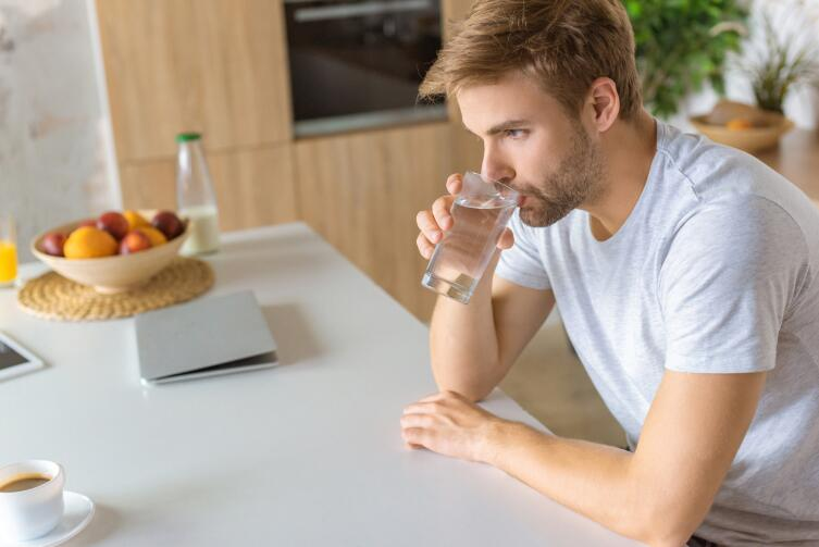 Как вылечить гипертонию и артрит с помощью воды?