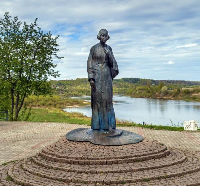Памятник Марине Цветаевой, Таруса, Россия