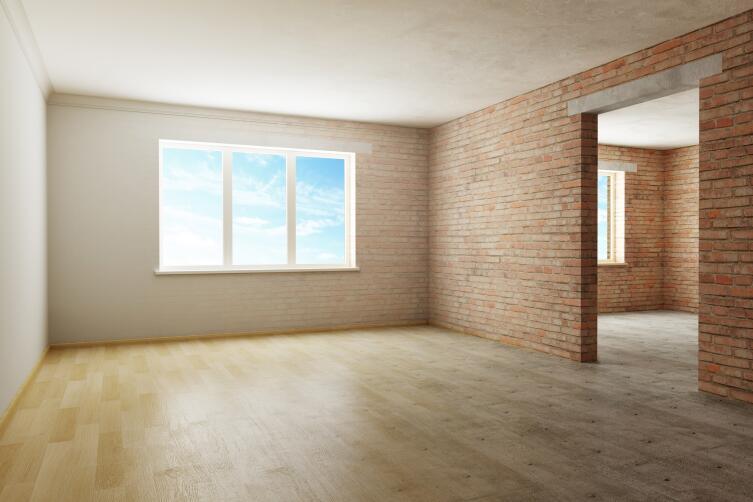 Даже стены без отделки будут смотреться эффектно, если вставлены хорошие окна и уложено качественное половое покрытие