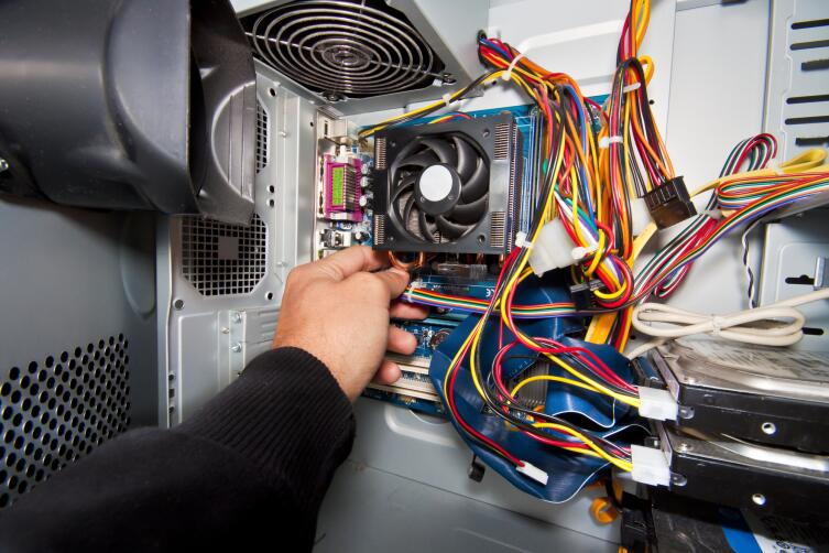 Как вентилятор охлаждает человека, не охлаждая воздух?