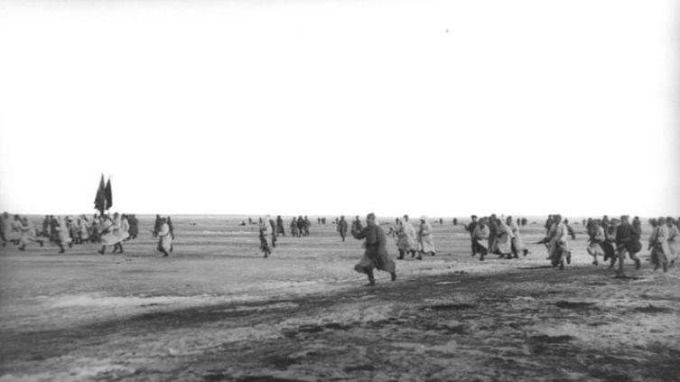 Подавление Крондштатского мятежа. Красная армия атакует Кронштадт по льду Финского залива
