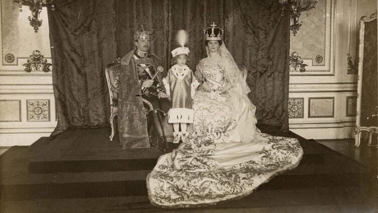 Австрийское императорское семейство в декабре 1916 г.: император Карл I, его супруга Цита Бурбон-Пармская и кронпринц Оттон Австрийский