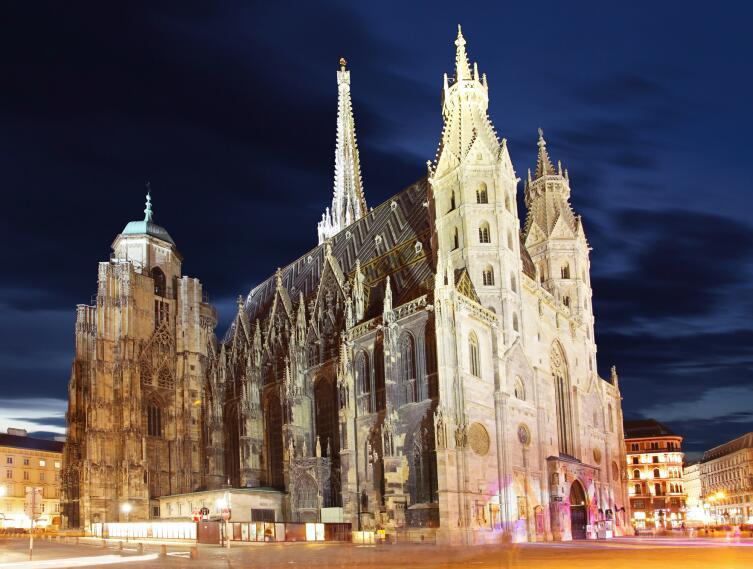 Собор Святого Стефана в Вене, в сумерках, Австрия