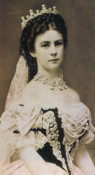 Елизавета Австрийская в семейном же кругу за ней закрепилось уменьшительное «Сиси», Императрица Австрии