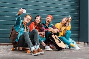 Какие проблемы человек переживает в юности? Кризисы и пути решения