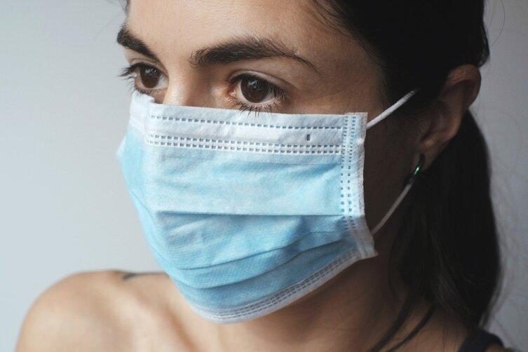Распространяться вирусу мешает соблюдение большинством жителей Земли правил гигиены
