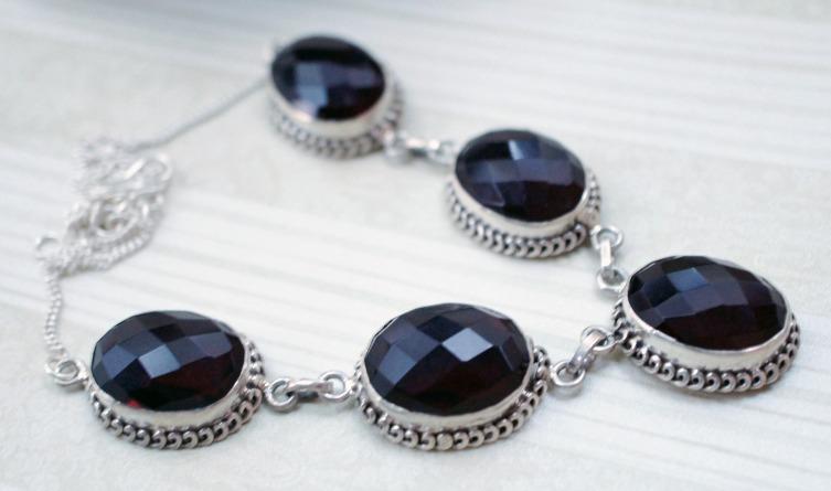 Ожерелье с гранатом