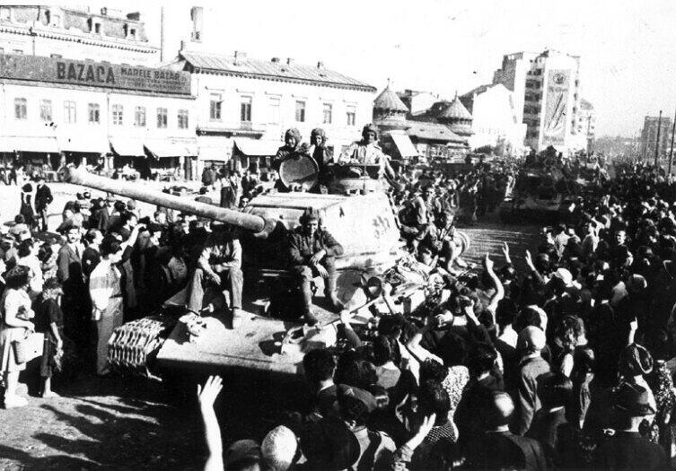 Советские войска входят в Бухарест 31 августа 1944 г.