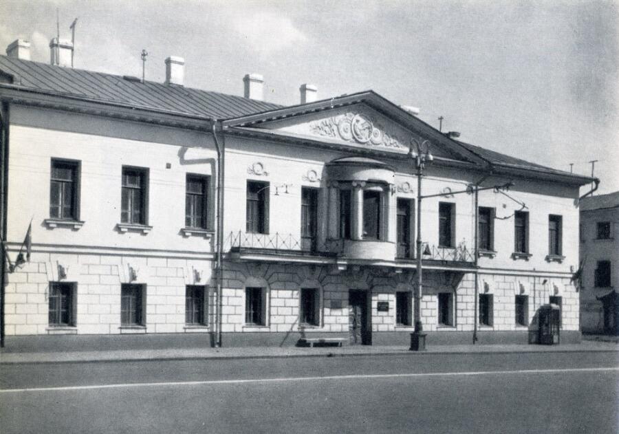 Г. А. Захарьин купил этот дом в 1863 г. и прожил в нем до своей смерти в 1897 г.