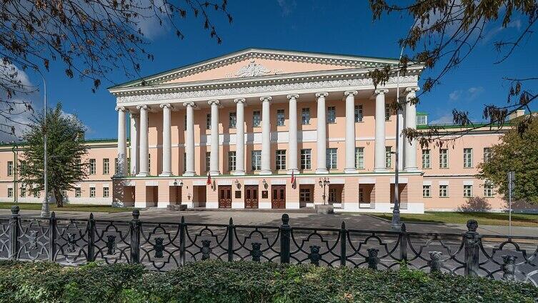 Бывший главный корпус Ново-Екатерининской больницы - клиники Московсткого университета в Москве