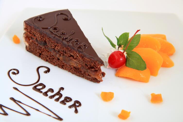 Как приготовить оригинальный торт «Захер»?