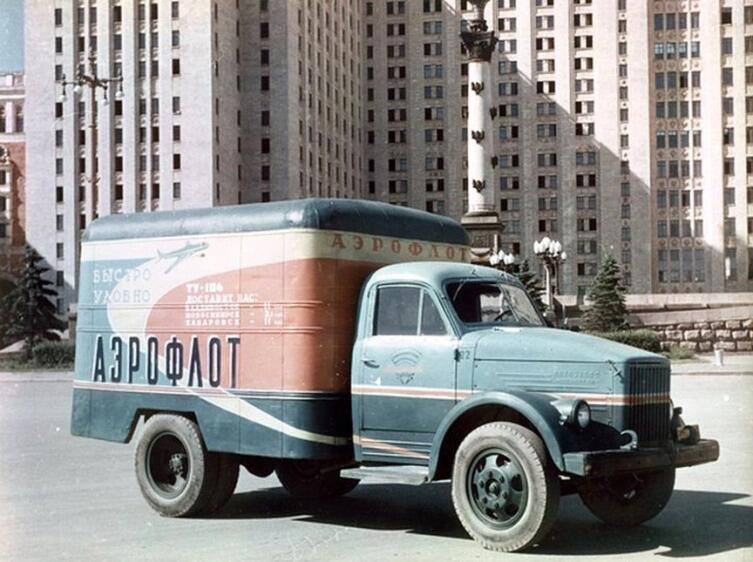 Исторические фото, «Автофургон с рекламой Аэрофлота в Москве», 1950-е гг.