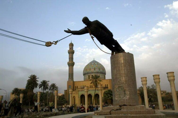 Снос памятника Саддаму в Багдаде, 9апреля 2003г.