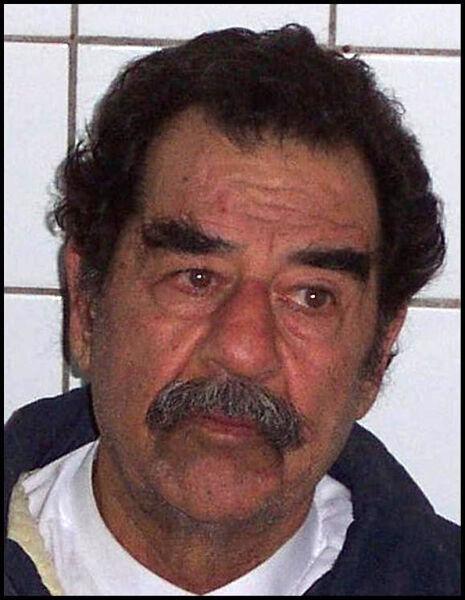 Саддам со сбритой бородой во время ареста, 2003 г.