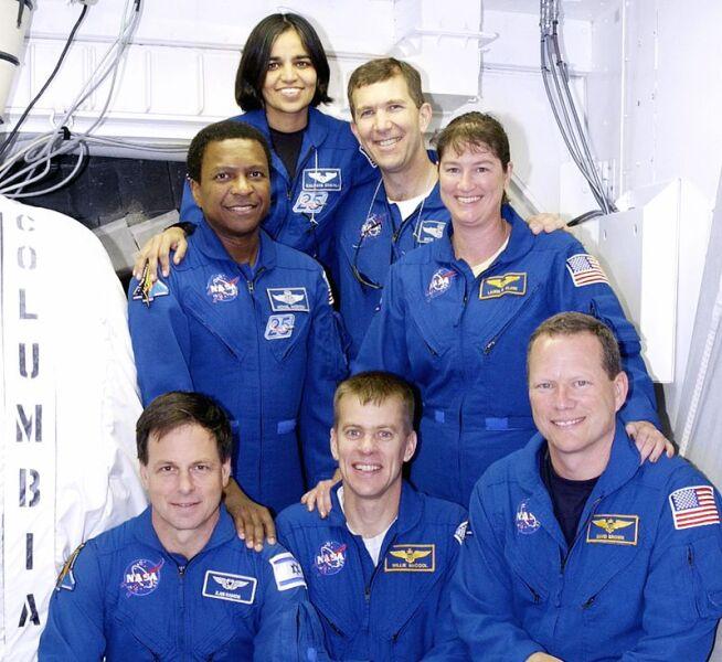 Экипаж STS-107. Сверху вниз: Чавла, Хазбанд, Андерсон, Кларк, Рамон, МакКул, Браун
