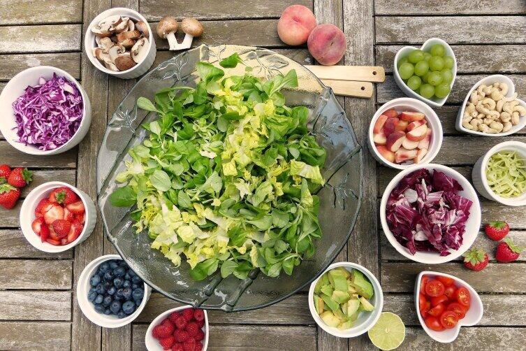 Как приготовить оригинальный и полезный салат?