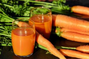 При каких проблемах со здоровьем помогают овощные соки?