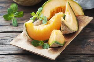 Какие летние десерты можно приготовить из дыни?