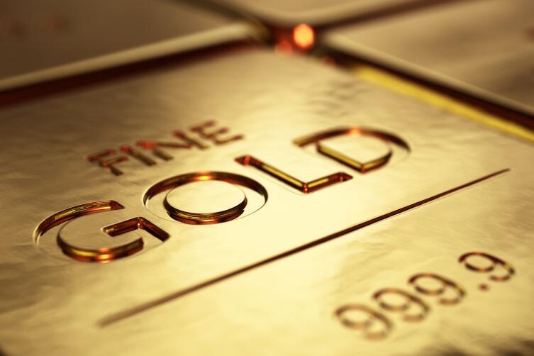 У кого есть деньги, тот покупает золото