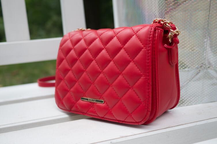 Как отличить брендовую сумочку от подделки?