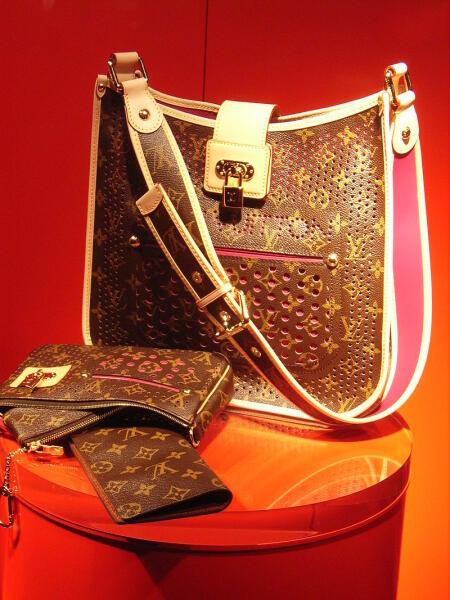 Сумка с логотипом Louis Vuitton