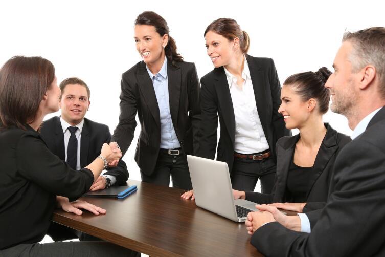 Система предусматривает распределение всех должностей в организации по уровням (грейды)
