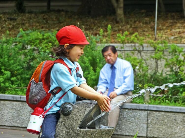 Но даже взрослым - минимум «карательных мер» со стороны учителей и родителей
