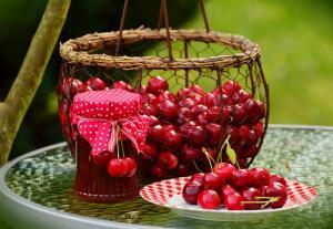 Как приготовить варенье «Вишня в своём соку»?