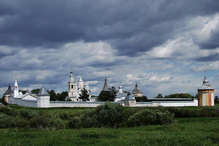 Спасо-Прилуцкий монастырь — первый общежительный монастырь на Русском Севере
