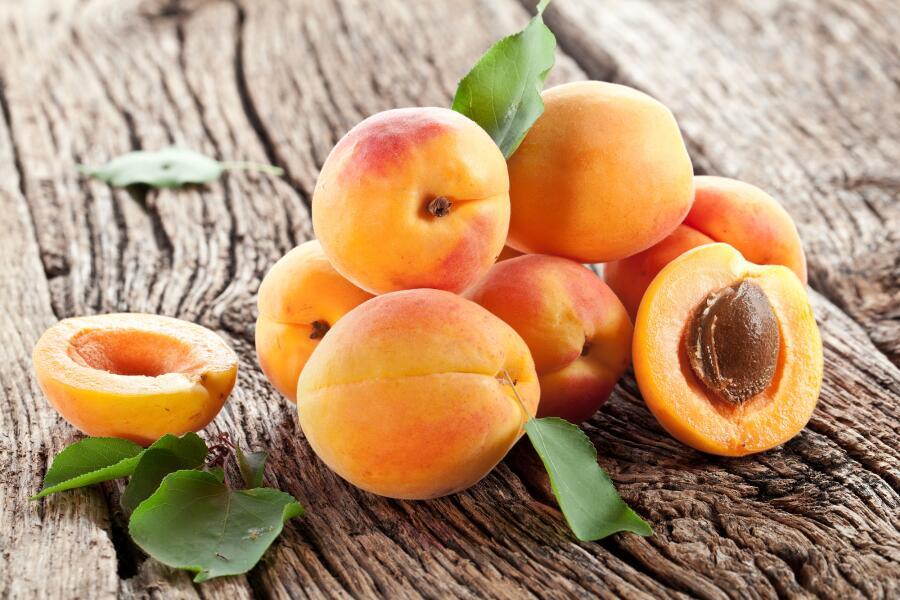Какие летние десерты можно приготовить из свежих плодов и ягод?