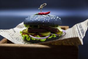 Как приготовить чёрный бургер?