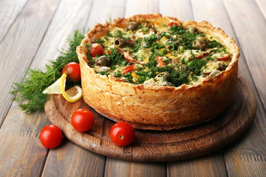 Как быстро приготовить заливной пирог? Бюджетные рецепты начинок