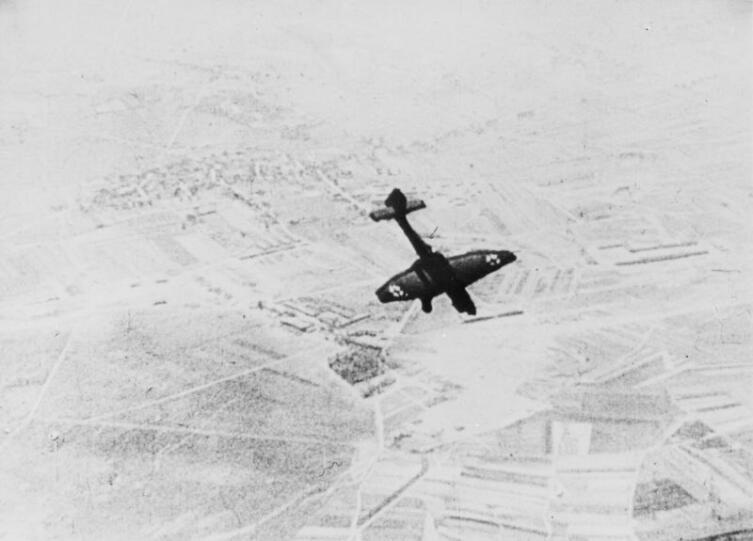 Немецкий бомбардировщик Юнкерс Ю-87 (Ju-87) в пикировании