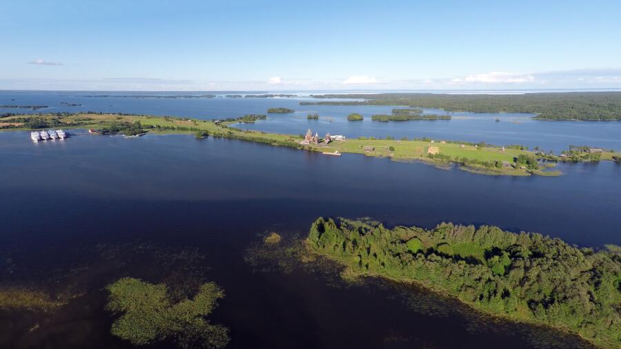 Онежское озеро и остров Кижи в Карелии