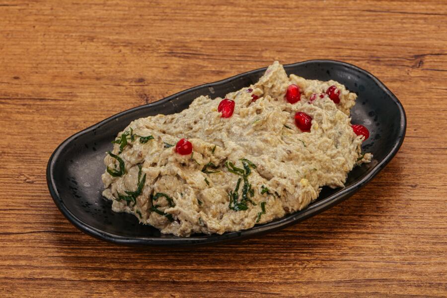 Что такое мутабаль? Вкусная паста из баклажанов на гриле