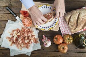 Да-да, вот такое простое, традиционное для севера Испании блюдо. Кстати, оно вполне вписывается в популярную Средиземноморскую диету...