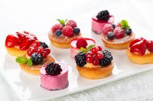 Какие десерты можно приготовить из летних плодов и ягод?