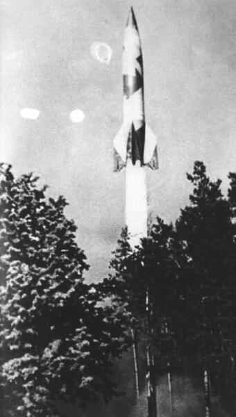 Старт ракеты «Фау-2» с полигона Маас, Голландия, между 1942 и 1945 годами