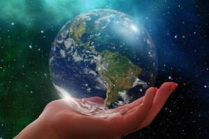 Когда впервые сфотографировали Землю из космоса?