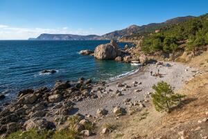 Отдых в Крыму. Что интересного на пляже Инжир в Балаклаве?