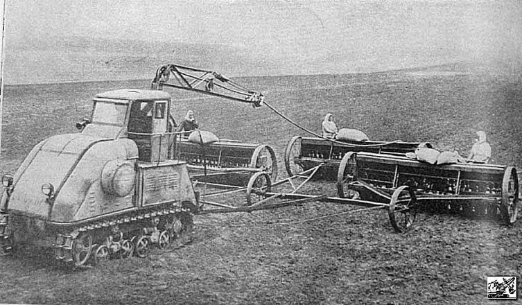 Электротрактор ЭТ-5 на посевных работах