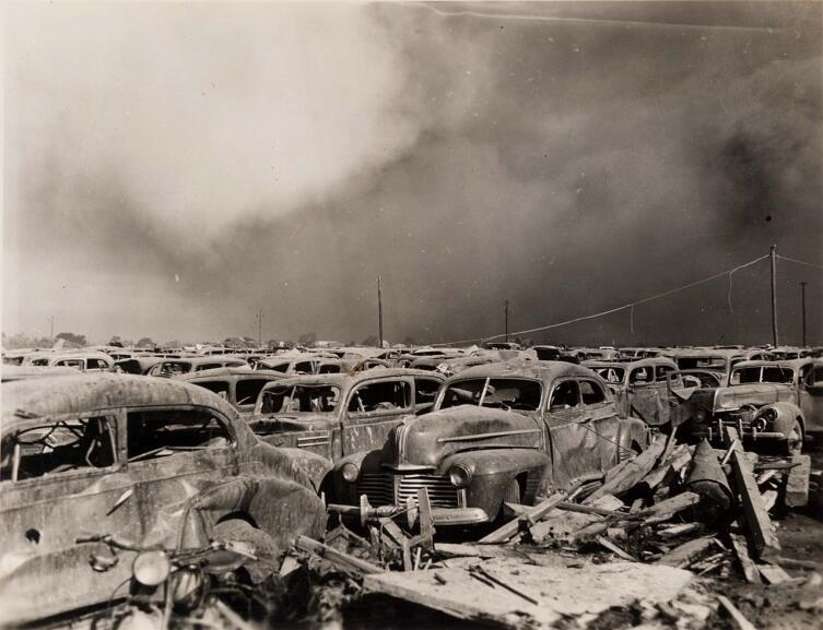 Сгоревшая автопарковка после взрыва в Тексас-Сити