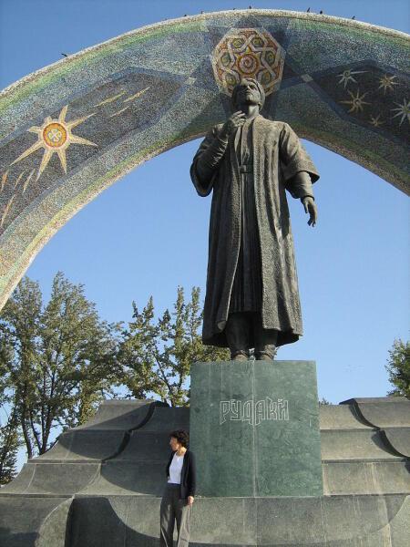 Статуя поэта А. Рудаки в Душанбе,Таджикистан