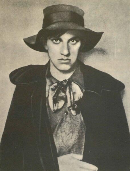 Владимир Маяковский в 1910 году