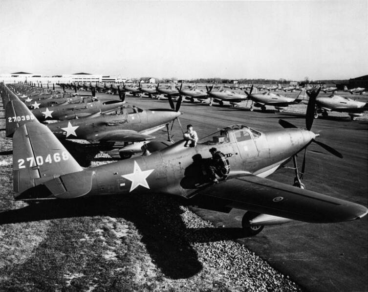 Истребители Р-63 «Кингкобра» на аэродроме Буффало перед отправкой в СССР