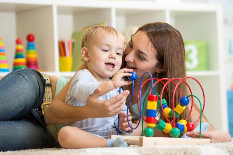 Развитие ребенка. Что должен уметь малыш в 10 месяцев?