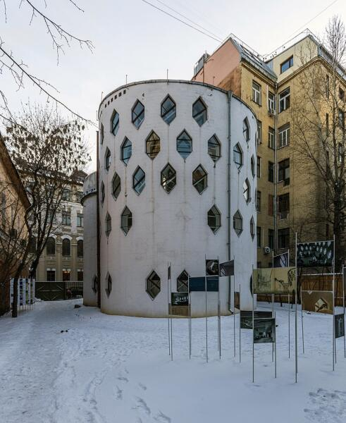 Вид дома Мельникова со стороны двора, 2016 г.