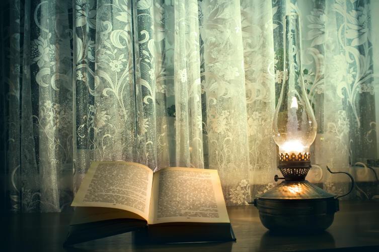 Какими были первые настольные лампы?