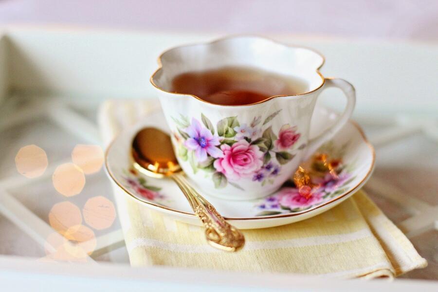 Почему не стоит оставлять ложку в кружке с чаем во время чаепития? Народные приметы о столовом приборе