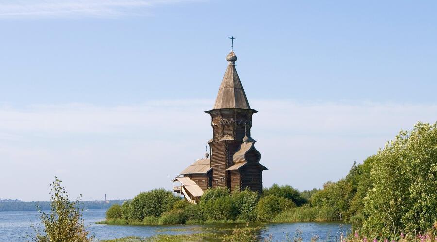 Успенская церковь в Кондопоге (Карелия). 1774 г. Один из лучших памятников «шатрового стиля»